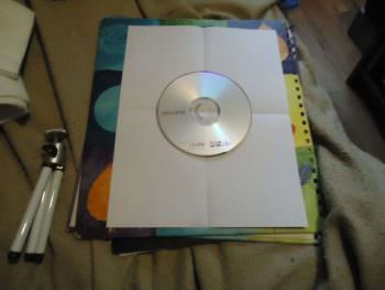 place-cd-dvd-in-center-of-page