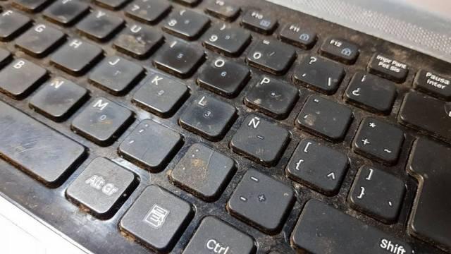 dirty-laptop-keyboard